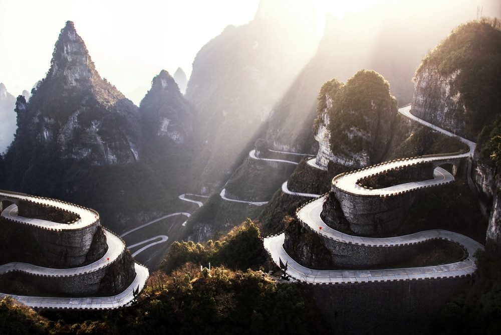 8 Incredible Highways in the World for the Roadtrip of a Lifetime