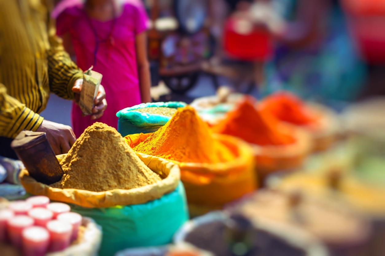6 Must-Visit Bustling Markets in Delhi