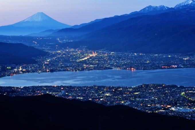 incredible view of Lake Suwa in Nagano Japan