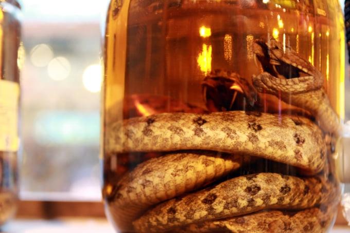 Habushu, Japanese alcohol made with awamori liquor and the body of a snake preserved inside