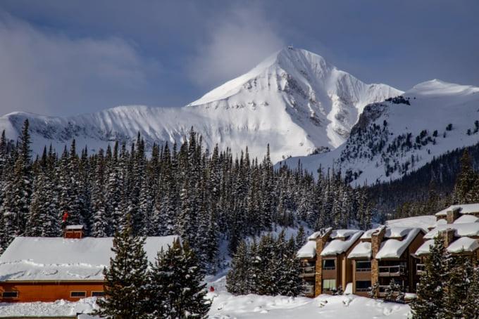 the ultimate ski resorts in Montana, apres ski, great ski runs