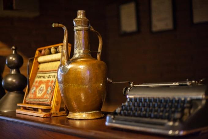 antique items at Grand Bazaar in Istanbul