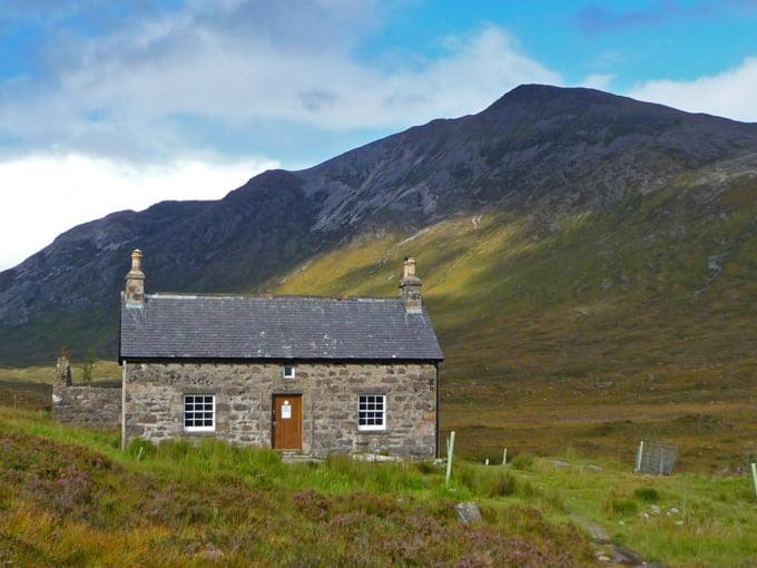 Coire Fionnaraich Bothy Scotland