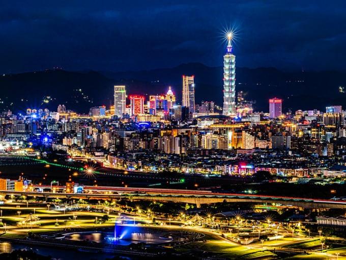 Night view near Shilin Night Market