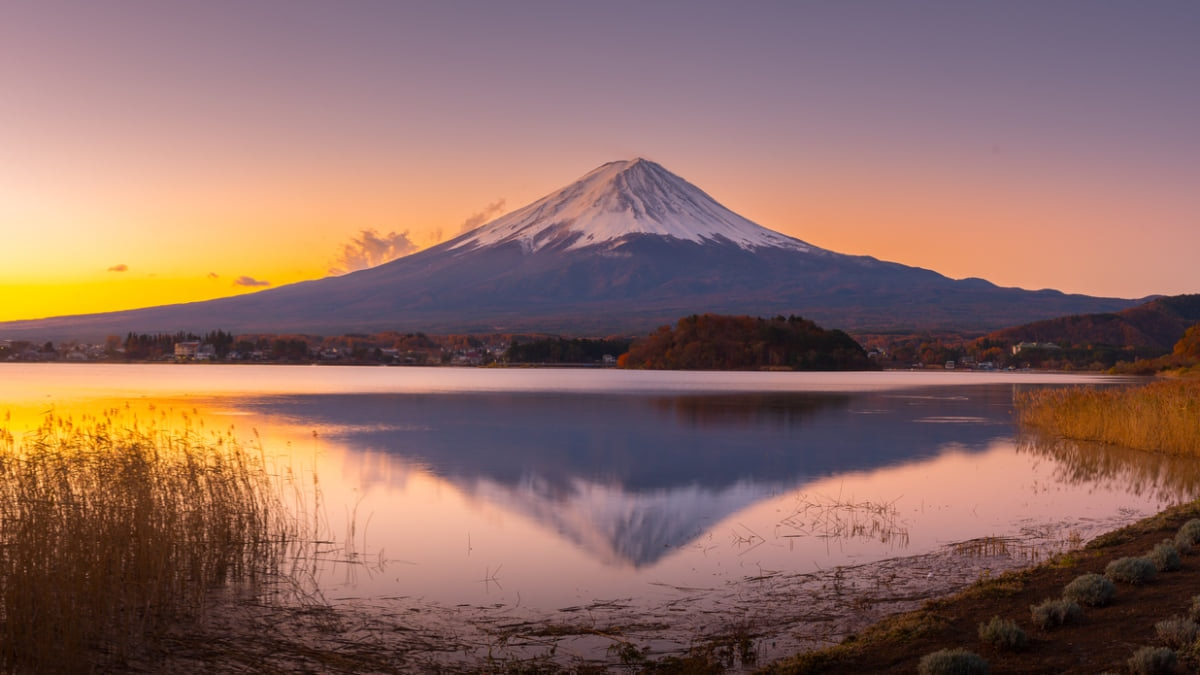 Japanese Officials Approve Plan for Railway Traveling Up Mount Fuji