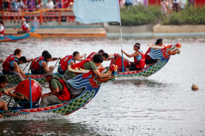 incredible festivals to see in Taiwan, dragon boat racing