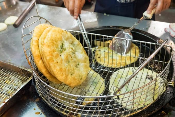 Green onion scallion pancake Taiwan Shilin Night Market