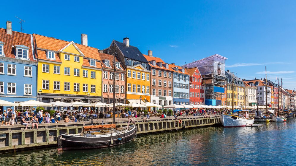 https://www.shutterstock.com/ja/image-photo/nyhavn-district-one-most-famous-landmark-342256736?src=O2FZShKjvj5804GAYmbspw-1-38