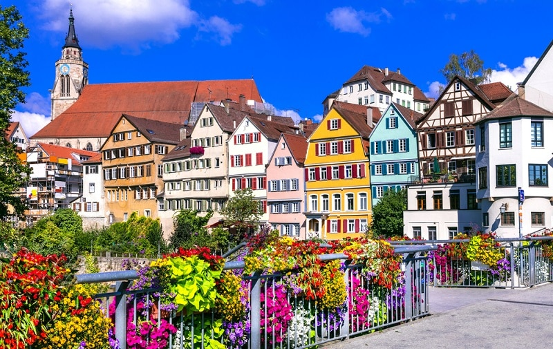https://www.shutterstock.com/ja/image-photo/beautiful-floral-colorful-town-tubingen-germany-528835129?src=vhB_NjvuiI_sITR-v3k9Tg-2-97