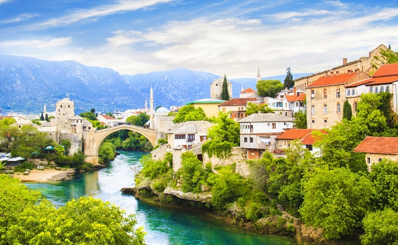 https://www.shutterstock.com/ja/image-photo/beautiful-view-old-bridge-mostar-bosnia-670746871?src=tCaeZ3J_0m4flpCXypwOAQ-1-90